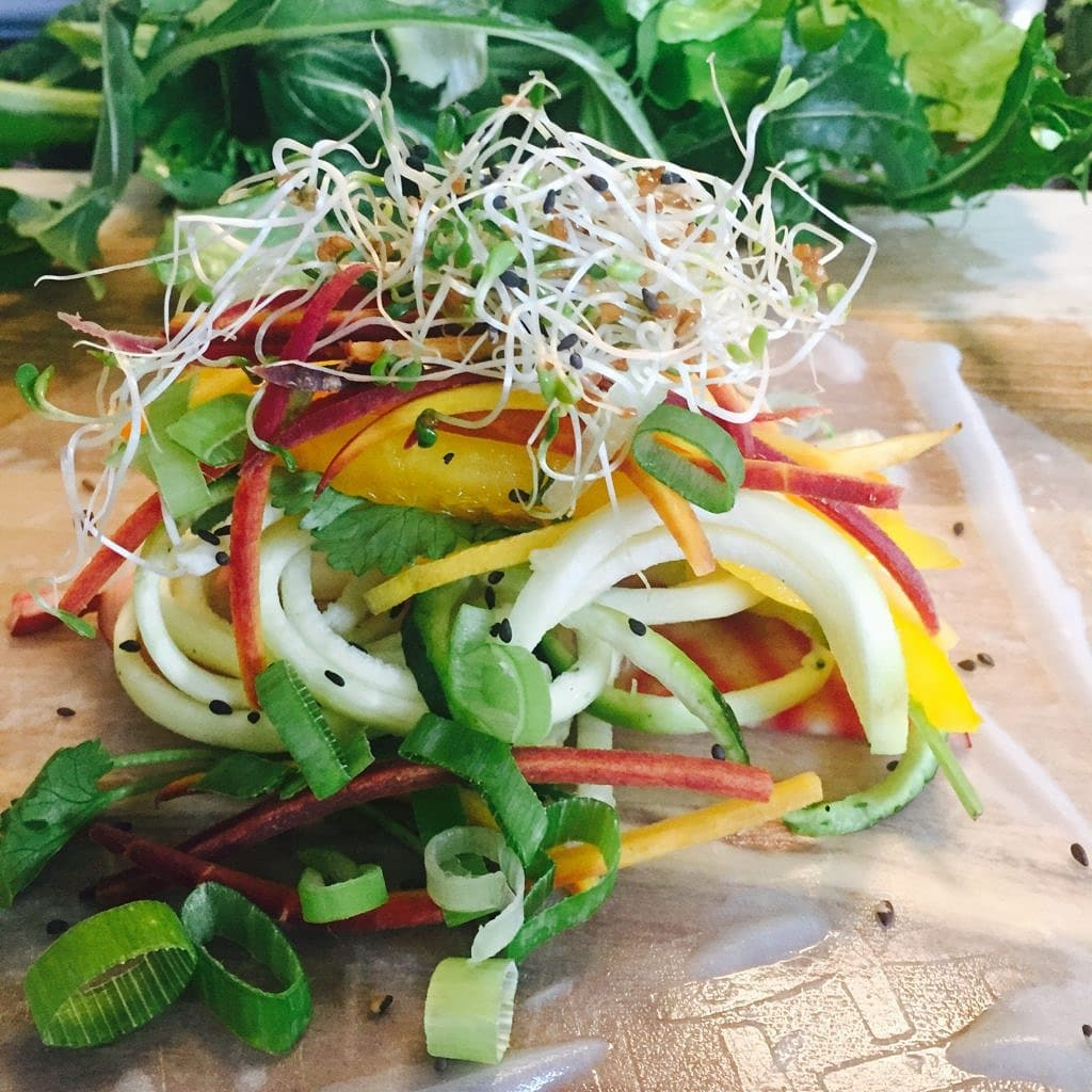 building-salad-rolls