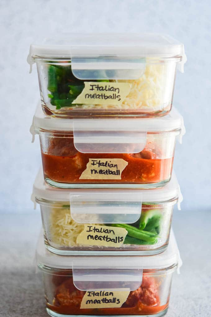 labelled freezer meals in glass meal prep containers